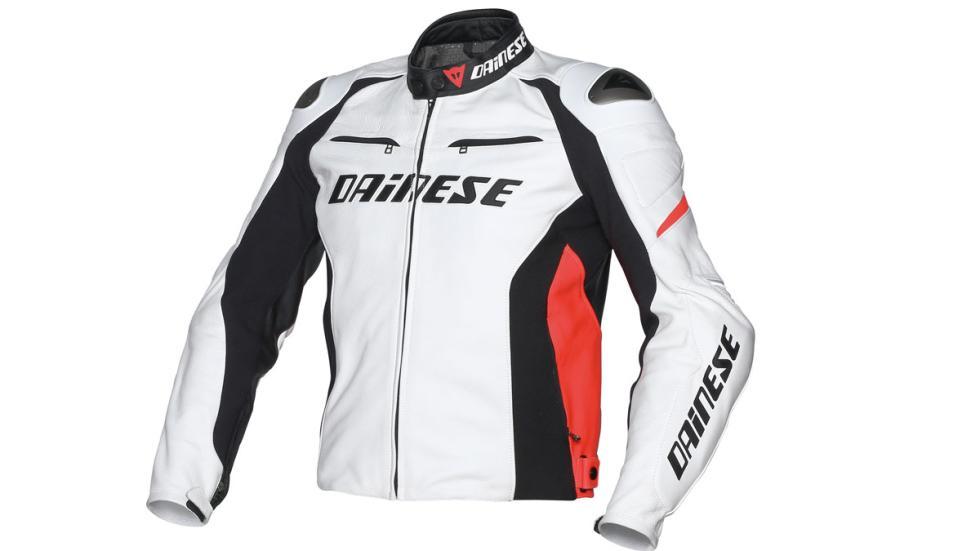 El interior de la chaqueta de Dainese va forrado en Nanofeel
