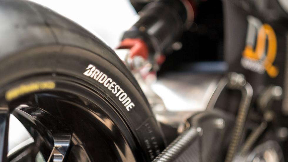 La SP7 2015 pisa sobre cubiertas Bridgestone
