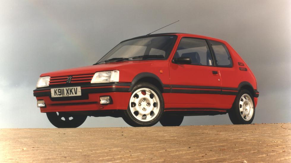 versiones-increiblemente-divertidas-coches-normalitos-Peugeot-205-gti