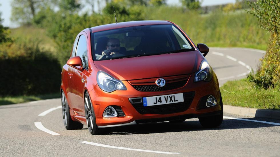 versiones-increiblemente-divertidas-coches-normalitos-Opel-Corsa-OPC
