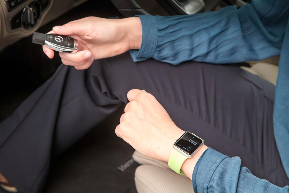 La nueva aplicación integra el reloj Apple Watch con los coches de Mercedes-Benz