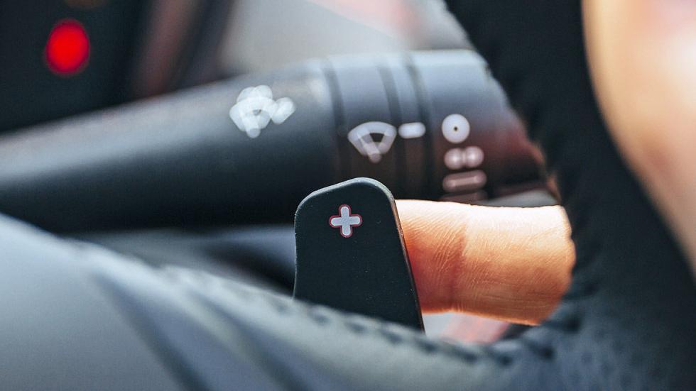 Prueba: Alfa Romeo 4C Spider detalle mandos digital asientos levas