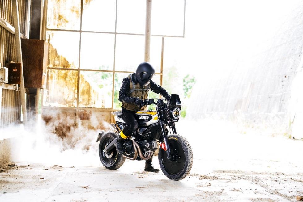 ducati-scrambler-sc-rumble-burnout2