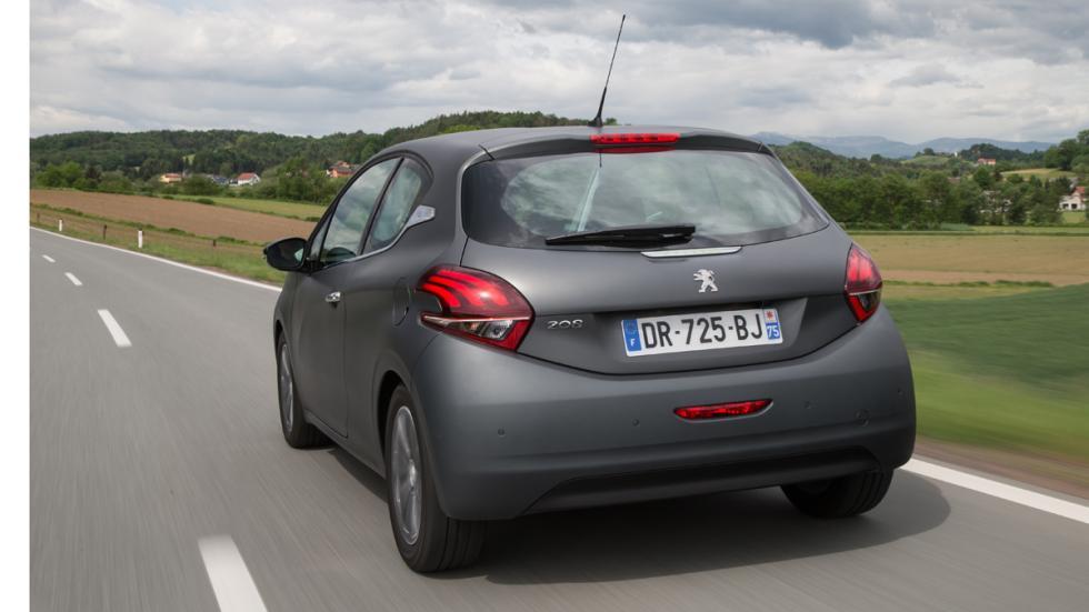 Peugeot 208 2015 trasera