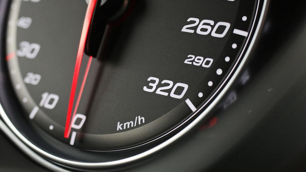 Prueba por el carril izquierdo: nuevo Audi RS 6 Avant reloj