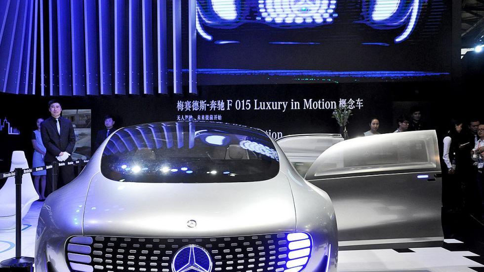 CES Asia 2015 en Golf Mercedes autónomo estand