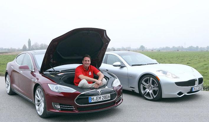 Fisker Karma y Tesla Model S con redactor