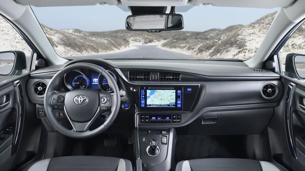 Toyota Auris 2015 interior