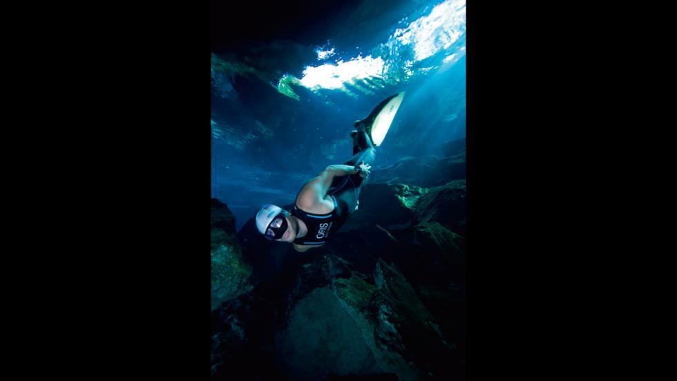 Está diseñado para el buceo en apnea,inspirado en el campeón de esta modalidad.
