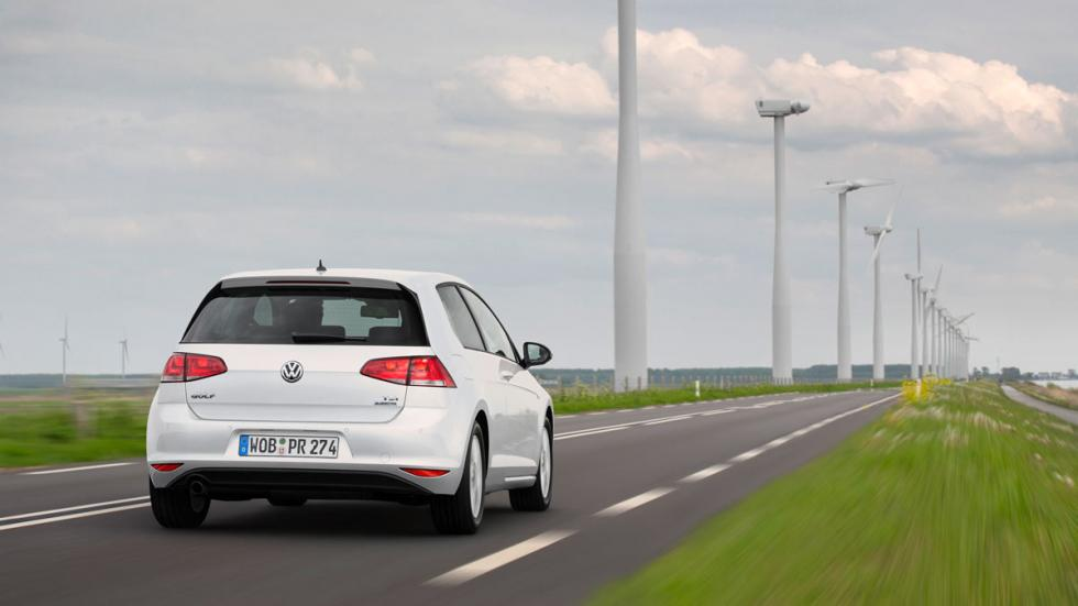 Volkswagen Golf 1.0 TSI Bluemotion trasera