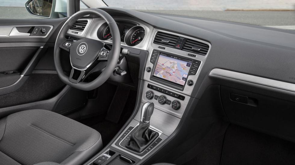 Volkswagen Golf 1.0 TSI Bluemotion interior