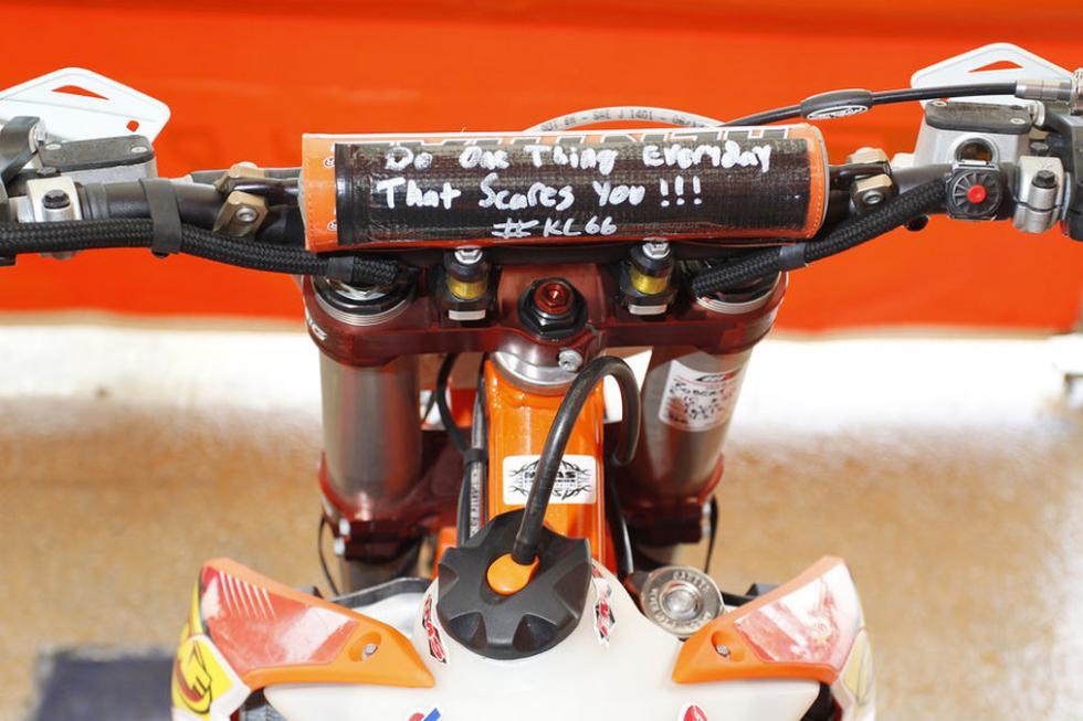 Red Bull Hare Scramble 2015. Trucos en las motos.