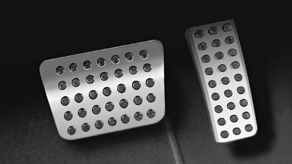 Dodge Charger Mopar pedales