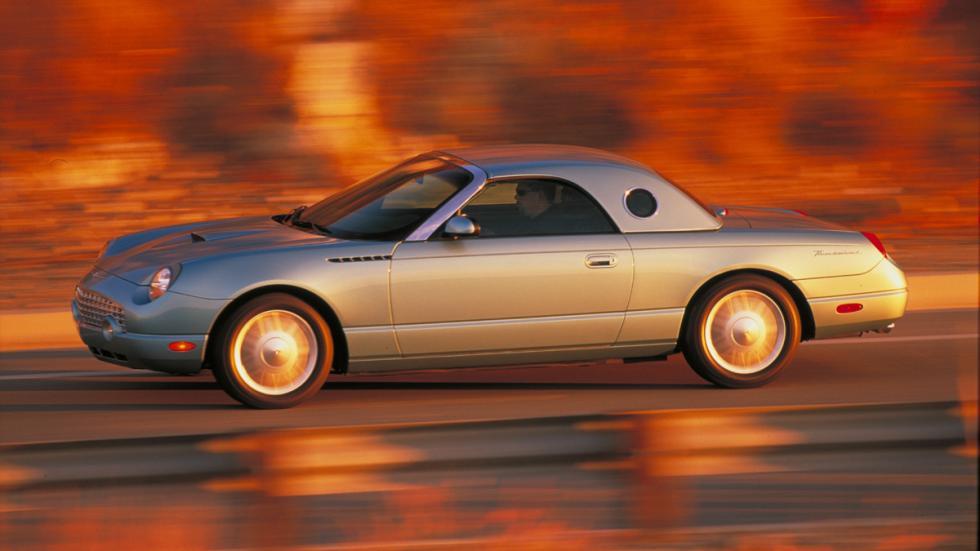coches-clasicos-no-deberian-resucitar-Ford-Thunderbird-2002