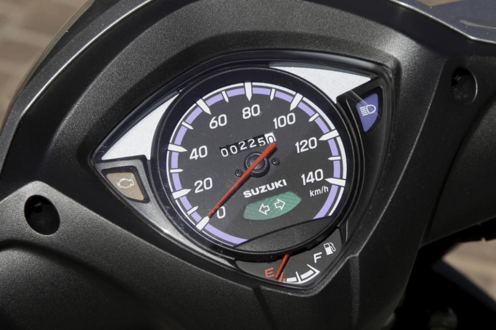 Suzuki Address presentación  velocímetro