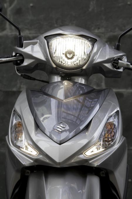 Suzuki Address presentación . óptica y escudo frontal.