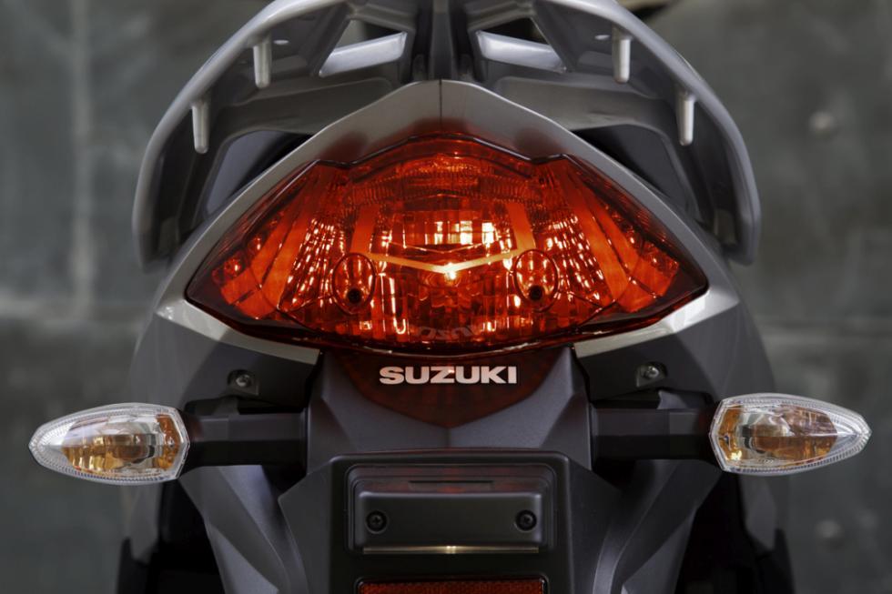 Suzuki Address presentación. Luz trasera.
