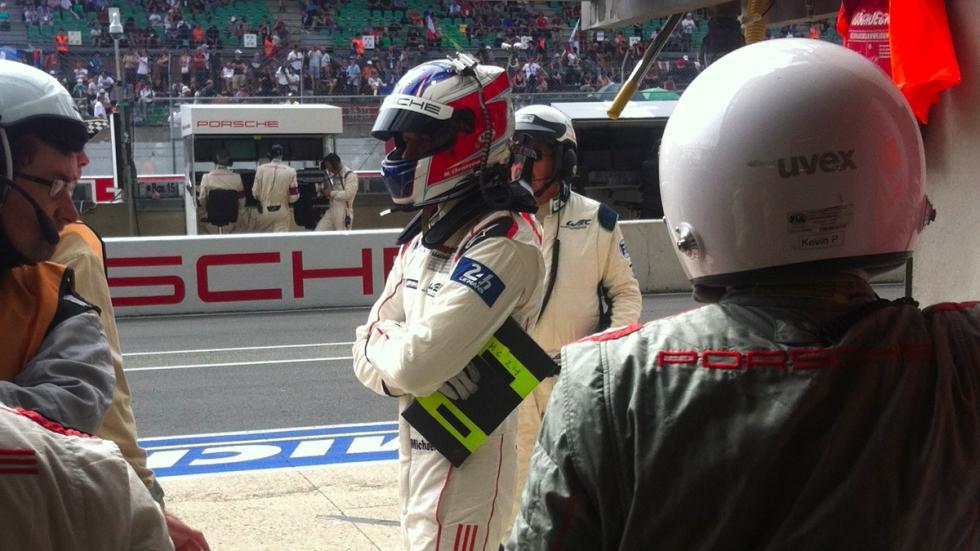 24-Horas-Le-Mans-2015-box-Porsche-piloto