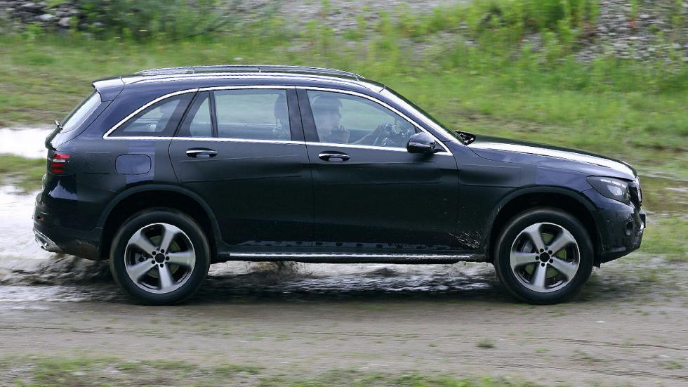 Mercedes GLC offroad lateral