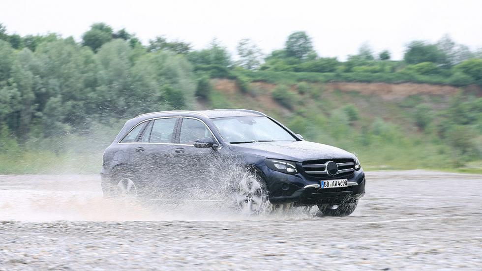Mercedes GLC offroad vadeo lateral