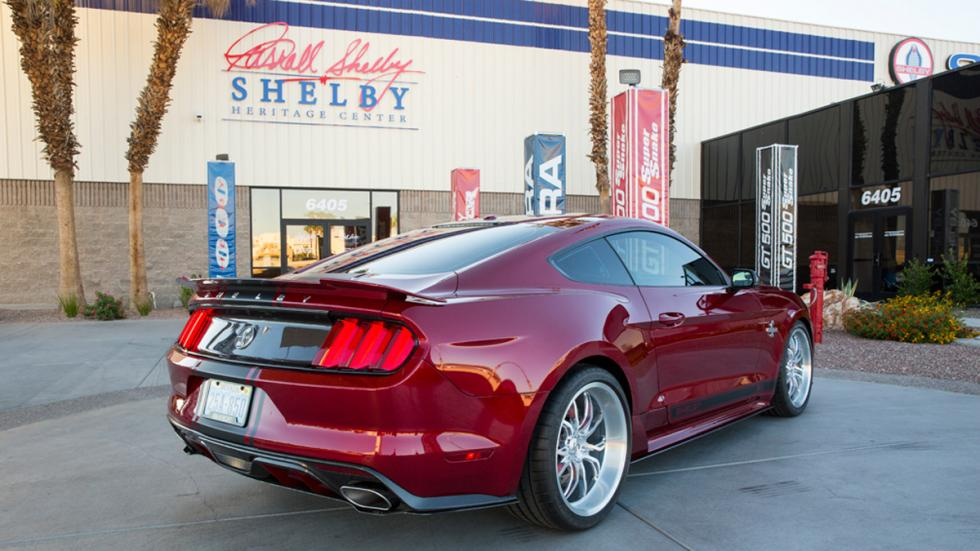Shelby Supersnake 2015 trasera