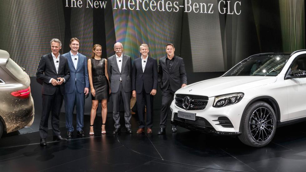 Petra Nemcova, junto a la plana mayor de Mercedes y Hugo Boss.