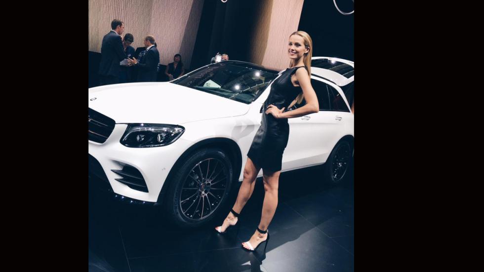La modelo Petra Nemcova deslumbra junto al GLC