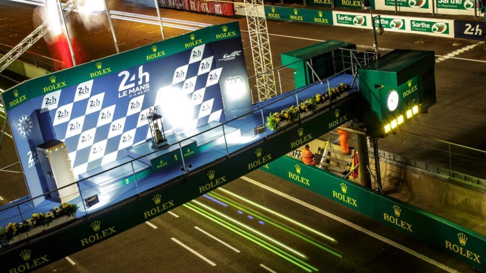 24-Horas-Le-Mans-2015-noche-podio-trofeos