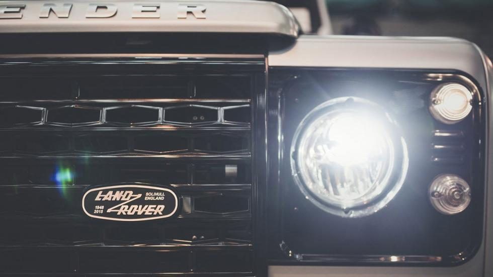 Land Rover Defender 2.000.000 parrilla