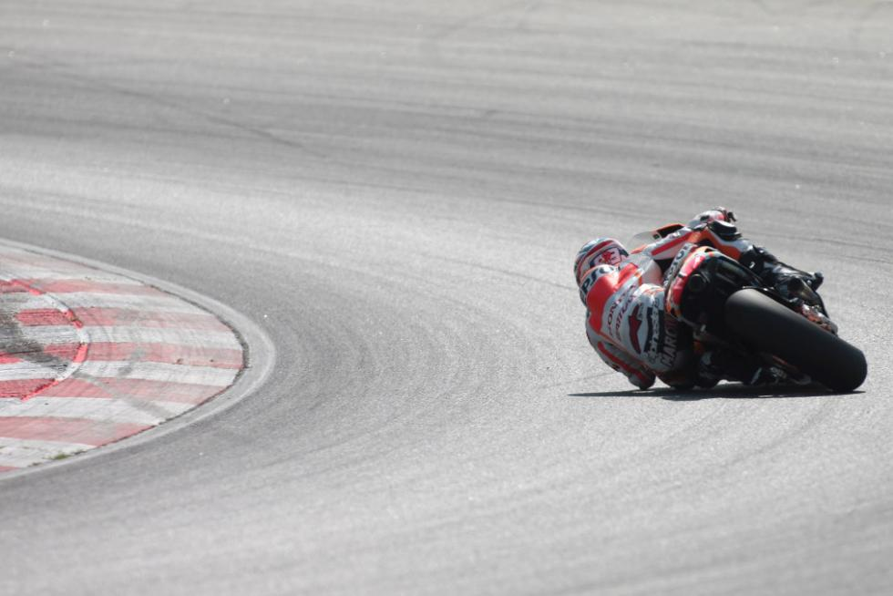 Marc Marquez inclinando a tope