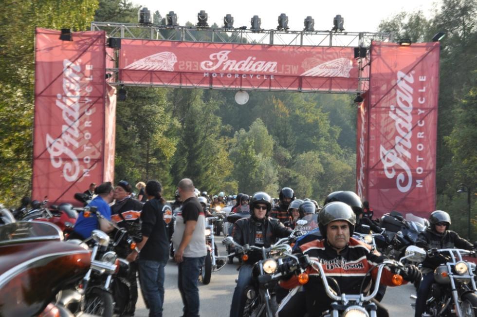 Indian Motorcycle Riders Group. Entrada concentración.