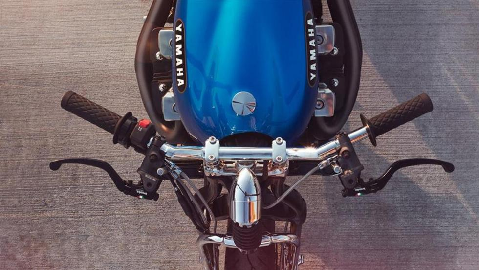 Yamaha XJR1300 'Rhapsody in Blue' by Keino manillar