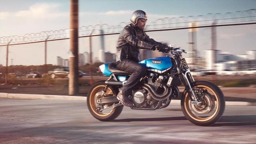 Yamaha XJR1300 'Rhapsody in Blue' by Keino en marcha