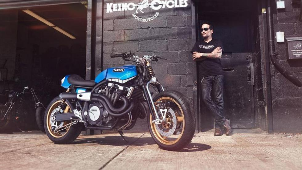 Yamaha XJR1300 'Rhapsody in Blue' by Keino en parado