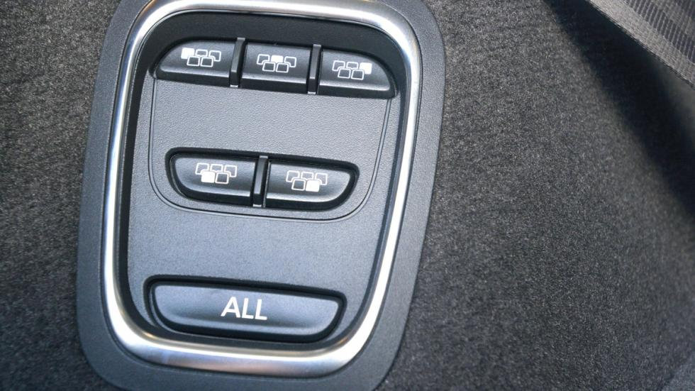 Renault Espace 2015 detalle botonera maletero
