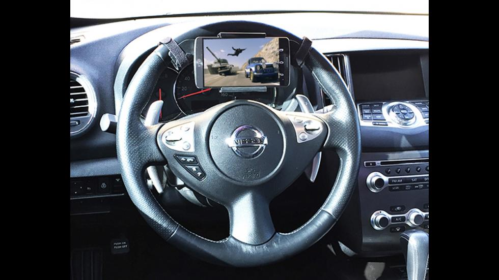 peores-accesorios-para-coches-soporte-movil-volante