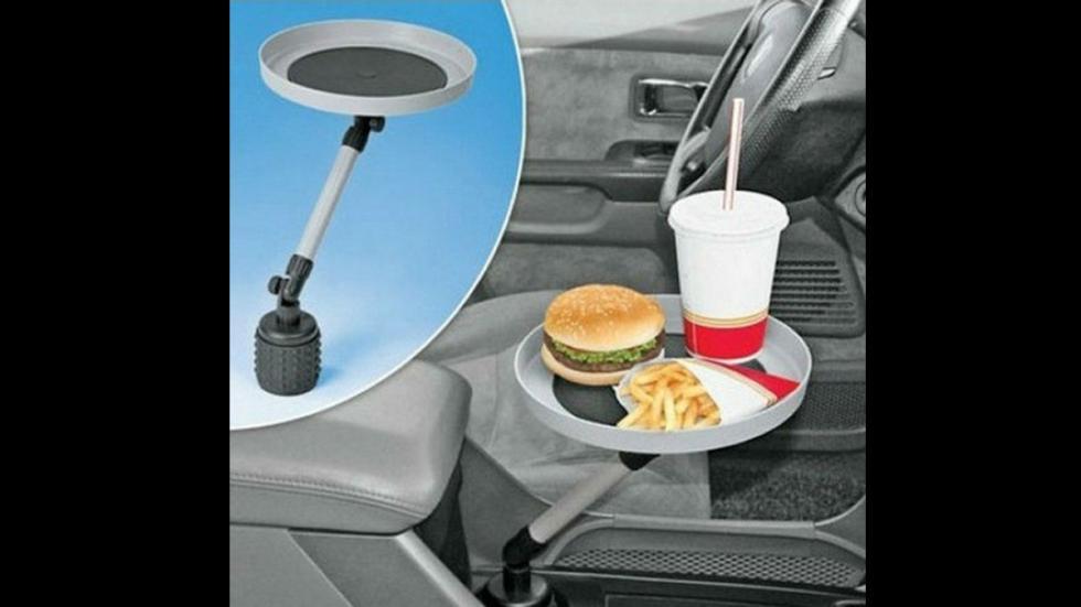 peores-accesorios-para-coches-bandeja-comida