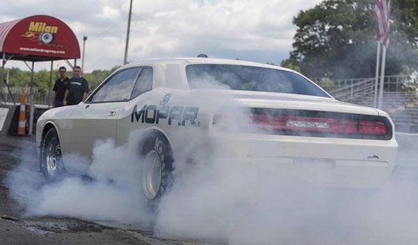 Dodge Challenger Drag Pak trasera