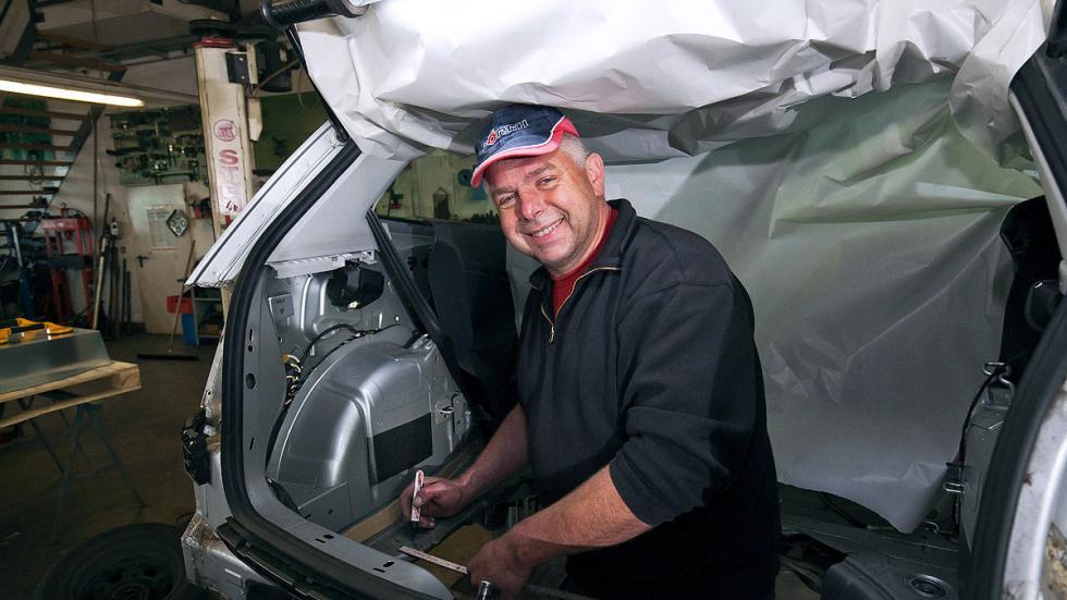 Ellenator zaga ruedas desde abajo proceso creador maletero