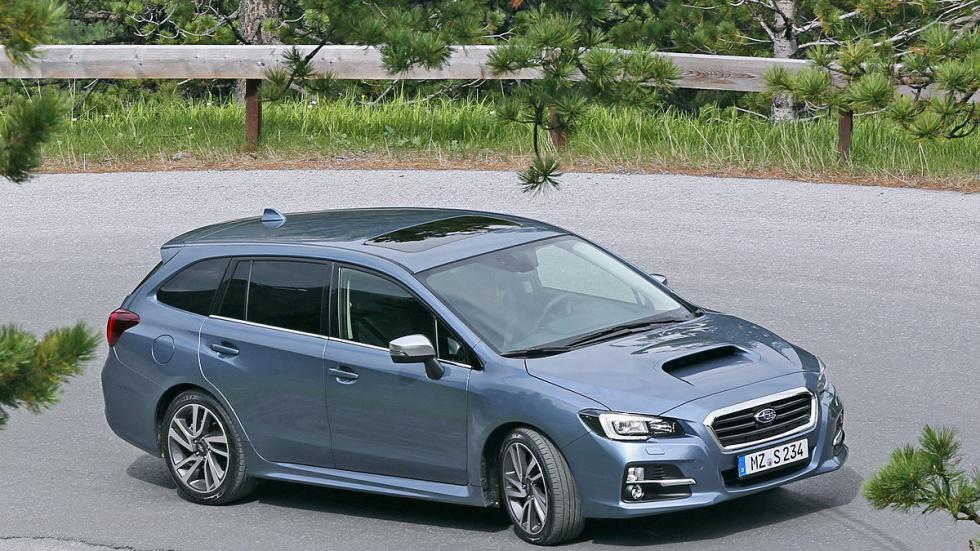 Subaru Levorg lateral curva