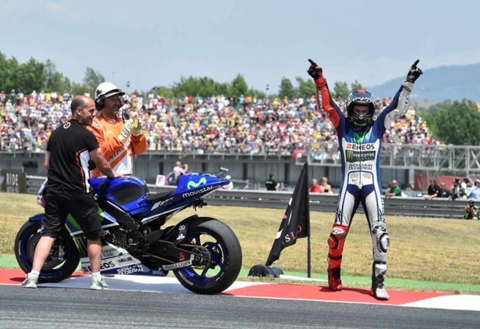 Lorenzo celebrando