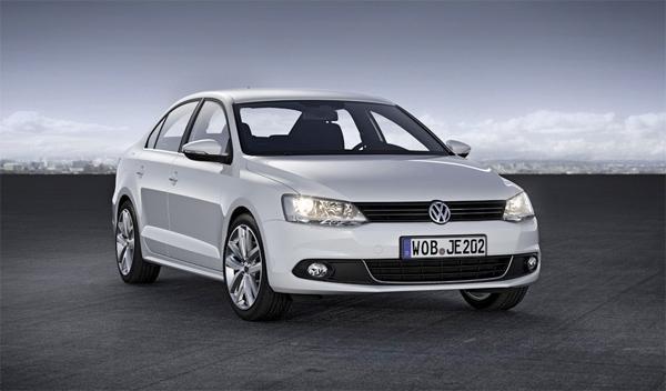 Volkswagen Jetta tres cuartos delanteros