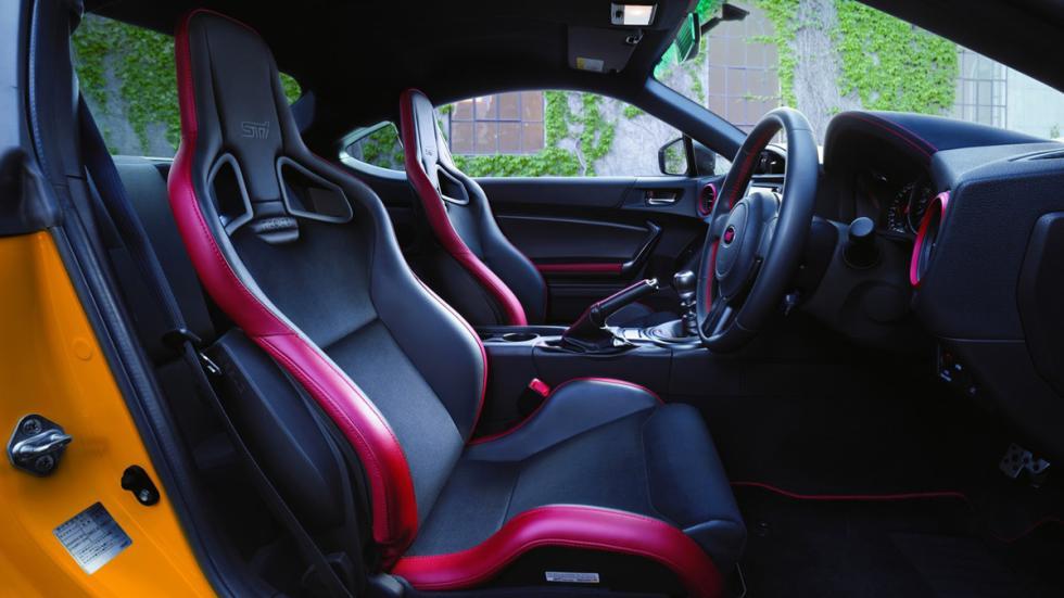 Subaru-BRZ-tS-2015-interior