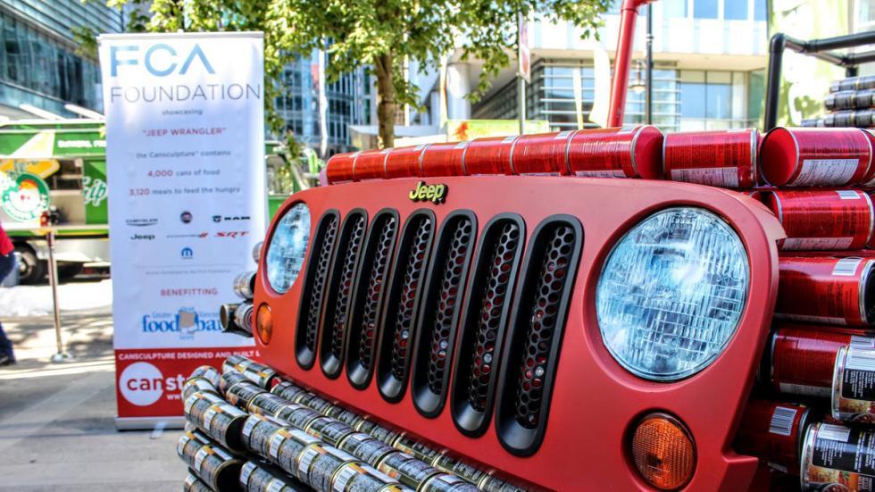 Jeep Wrangler hecho de latas detalle