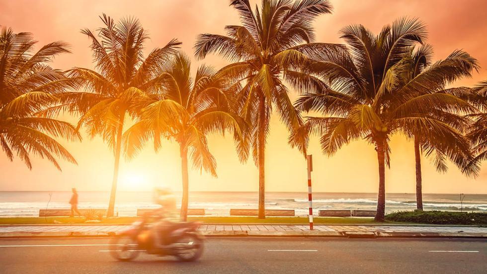 operación-salida-moto-iluminación-calor-playa