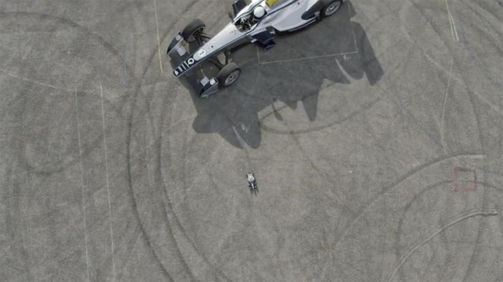 Coche de Fórmula E y coche de carga inalámbrica de Qualcomm