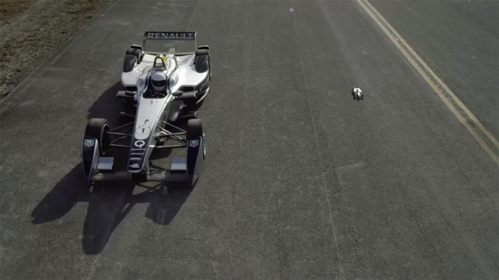 Carrera coche Fórmula E y coche carga inalámbrica de Qualcomm