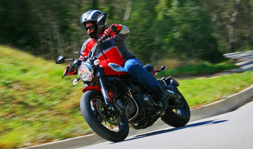 Ducati Scrambler Icon acción barrido