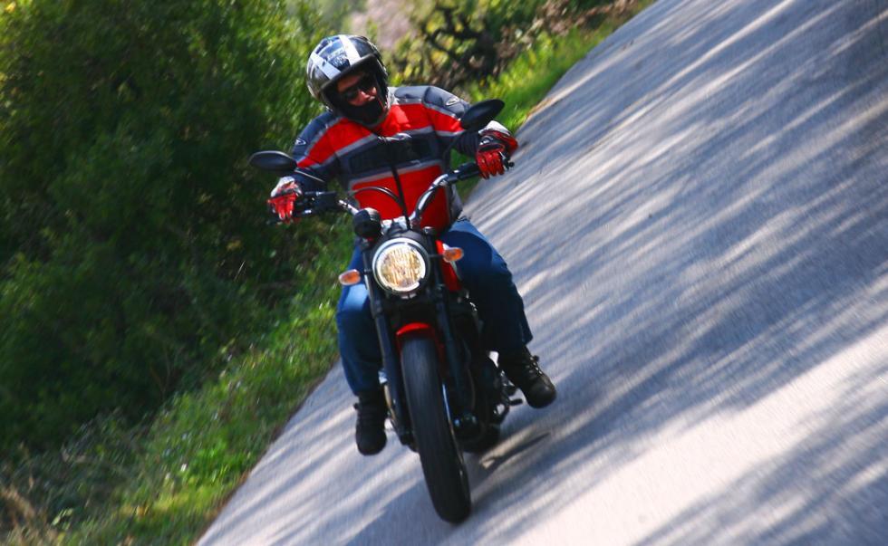 Ducati Scrambler Icon accción de frente