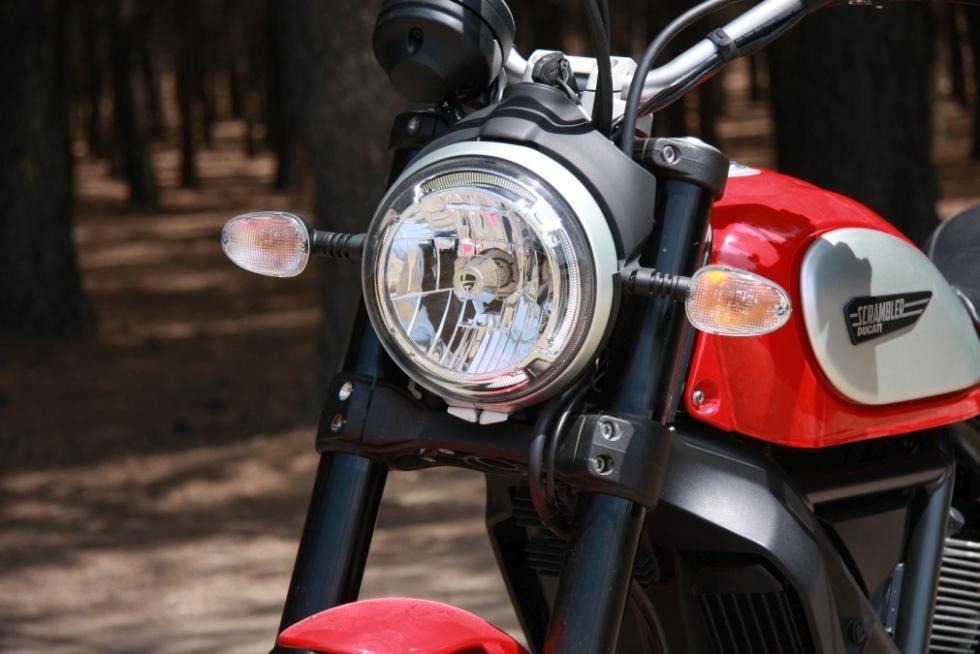 Ducati Scrambler Icon faro delantero